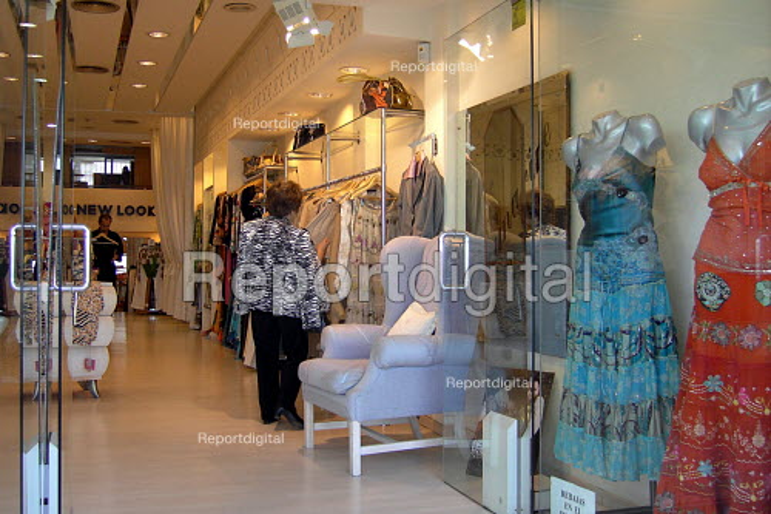 Clothes boutique,woman shopping in Puerto Banus, near Marbella, Spain - Joanne O'Brien - 20050425
