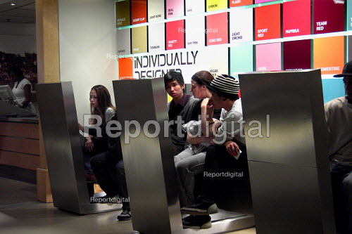 Young people shopping at Nike Store, central London - Joanne O'Brien - 2006-04-26