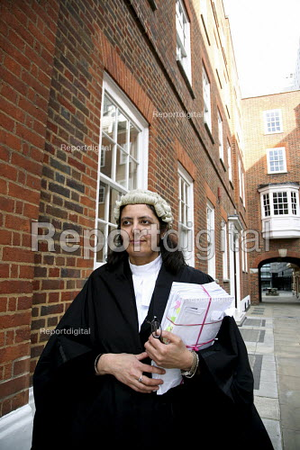 Poonam Bhari, barrister specialising in family law in the street en route to/from court, London - Joanne O'Brien - 20061221