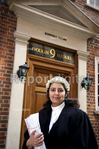 Poonam Bhari, barrister specialising in family law, outside her chambers in London. - Joanne O'Brien - 20061221