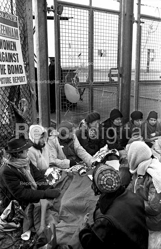 Greenham Common, 1982 Women protest against the deployment of US cruise missiles - Joanne O'Brien - 19821213