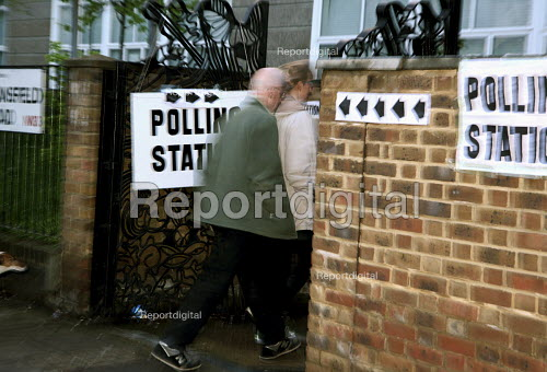 Voters at a North London polling station on 1. May 2008 for London Mayoral & Assembley elections. The turnout was nearly 48, a fifth higher than the previous mayoral election. - Joanne O'Brien - 2008-05-01
