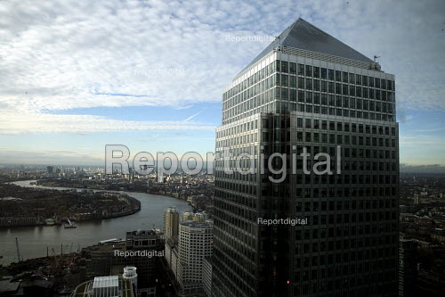 Canary Wharf, tower block, with a view of the City of London - Joanne O'Brien - 2007-11-28