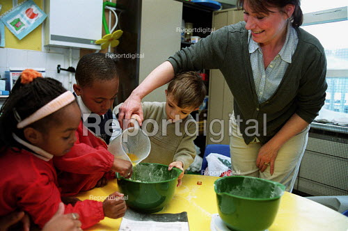 Primary School Children and teacher making a cake mixture - Roy Peters - 2000-02-12