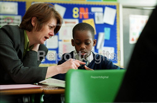Classroom assistant with pupil in secondary school - Roy Peters - 2000-02-22