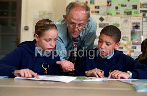 Teacher with secondary pupils in lesson at Queensbridge, Birminghams first specialist school in the performing arts - Roy Peters - 2000-09-10