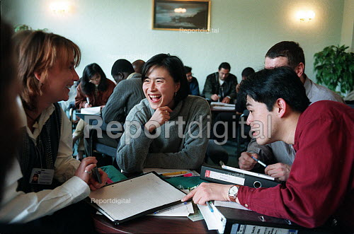 Postgraduate students studying together in a common room at university - Roy Peters - 1999-07-04