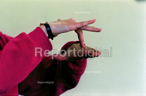 Sign, Signing. Deaf studies at university. - Roy Peters - 1996-02-26
