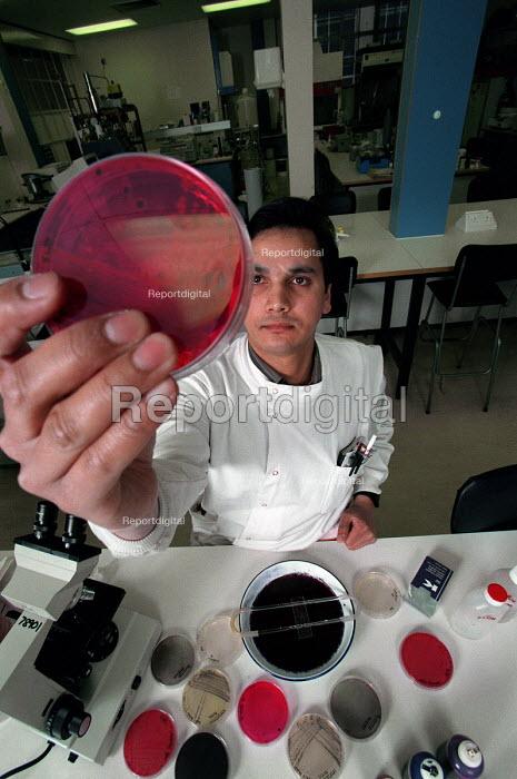 Postgraduate biology student - Roy Peters - 1997-03-07