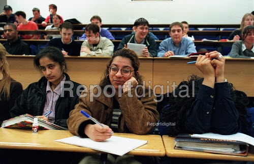 Students in a lecture theatre showing a decided lack of interest! - Roy Peters - 1997-03-20