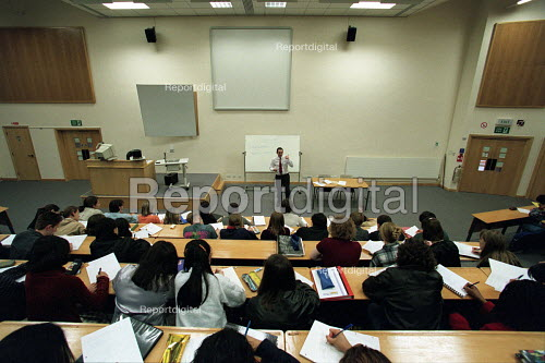 Student's eye view in lecture theatre - Roy Peters - 1997-03-20
