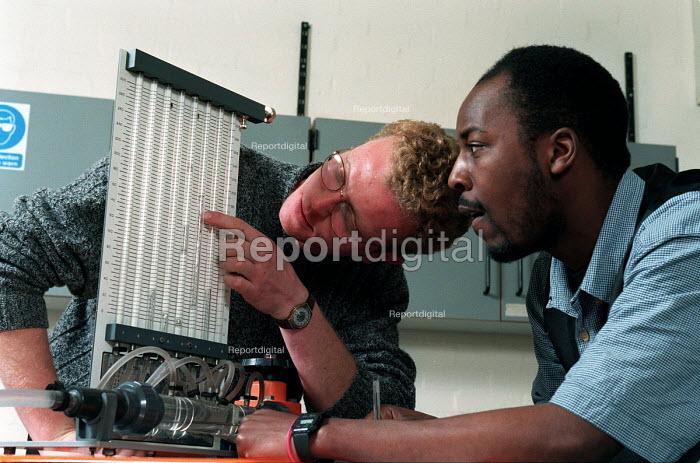 Engineering undergraduates studying hydraulics - Roy Peters - 1999-07-04