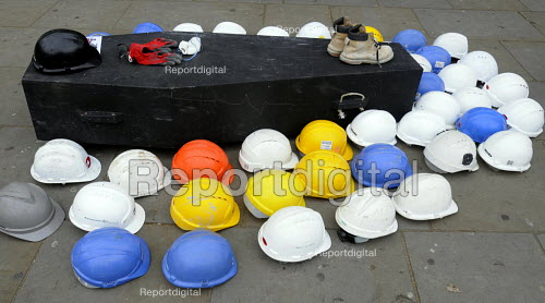 Hard hats laid on and beside coffin, symbolising number of workers' lives lost in construction industry in UK past year, Workers Memorial Day commemoration, Tower Hill in London. - Stefano Cagnoni - 2014-04-28