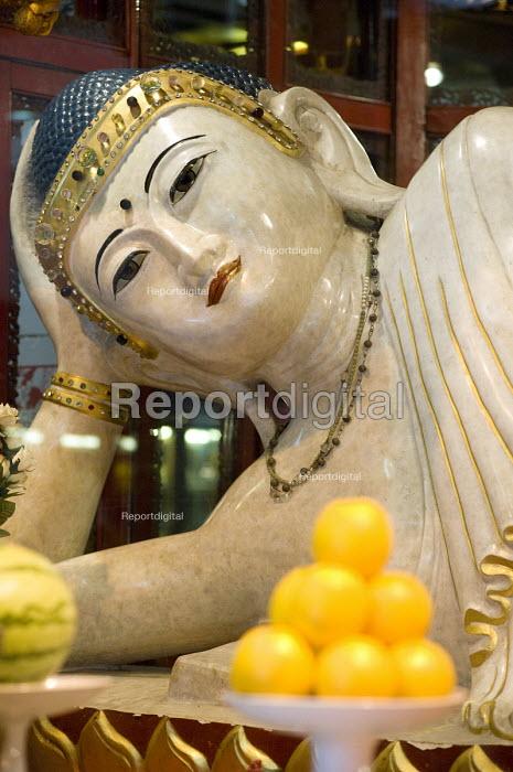 The Jade Buddha Reclining, Parinirvana Buddha, Jade Buddha Temple, Shanghai - Timm Sonnenschein - 2010-08-12