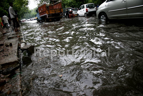 Flooded roads during the monsoon, in Delhi. - Tashi Tobgyal - 2009-02-03