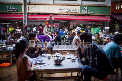 Locals eating food. Kunming, Yunnan Province, China. - Connor Matheson - 2015-09-10