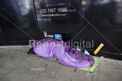 Homeless sleeping rough in front of luxury New Homes construction site hoarding as the Housing Bill is read in Parliament. Westminster. London. - Jess Hurd - 2016-01-05