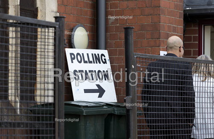 Polling station Gosford Coventry - John Harris - 2016-05-05