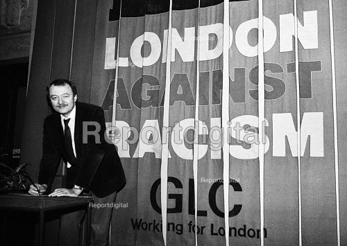 Ken Livingstone, Leader of the Greater London Council, signing a declaration against racism, County Hall at the start of the GLC Year Against Racism, 1984 - Stefano Cagnoni - 1984-01-04
