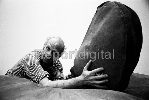 American sculptor Claes Oldenburg at his exhibition at The Tate Gallery, London, 1970. Oldenburg is best known for his public works scuplted in the form of everyday objects - Bente Fasmer - 1970-06-17