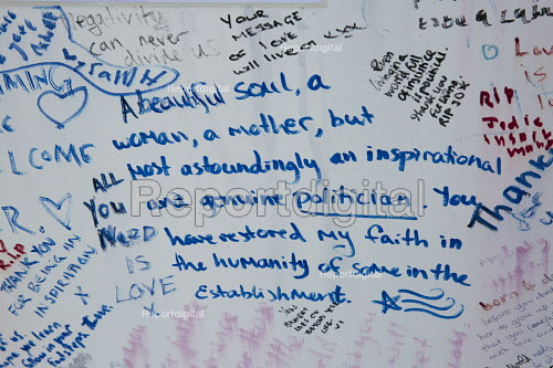 Jo Cox murder. Messages left in Parliament Square wall after the Labour MP was murdered, Westminster, London - Jess Hurd - 2016-06-20