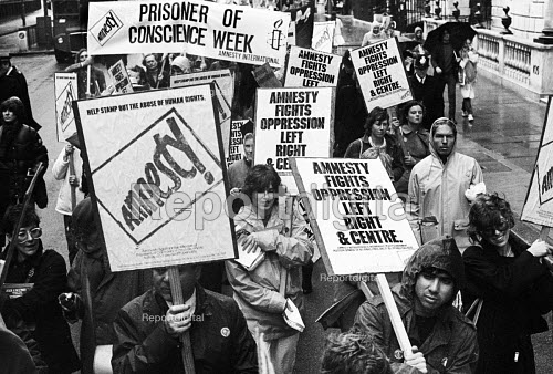 Amnesty International protest march to mark Prisoner of Conscience week, London, 1983. - Stefano Cagnoni - 1983-10-15