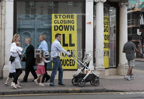 Family walking past dilapidated frontage of Austin Reed store closing down everything must go, including 1000 jobs, Stratford upon Avon - John Harris - 2016-06-11