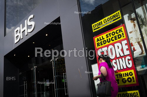 Closure of British Home Stores. Closing down, stock clearance posters, Newcastle Upon Tyne - Mark Pinder - 2016-06-22