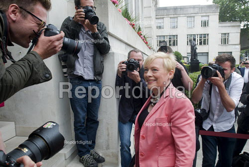 Angela Eagle, Labour MP for Wallasey, arriving at a press conference launching her leadership bid. Prominent Labour women applauding at a press conference launching her bid to become Leader of the Labour Party, London, 2016 - Stefano Cagnoni - 2016-07-11