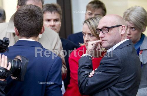 Kevin Slocombe with media outside Labour Party HQ after NEC meeting agreed to include Jeremy Corbyn on ballot for leadership challenge, London - Jess Hurd - 2016-07-12