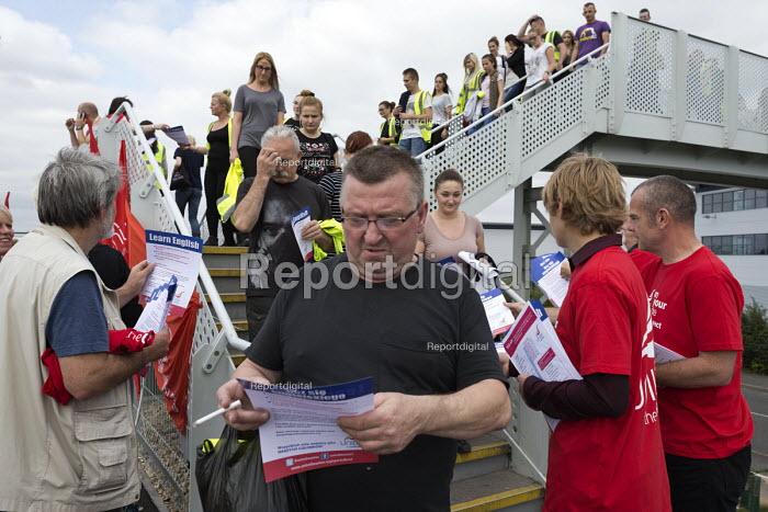 Unite Community members recruiting Sports Direct workers Shirebrook, Derbyshire - John Harris - 2016-09-07