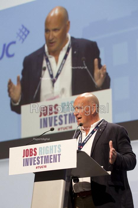 Tam McFarlane FBU speaking at TUC conference Brighton. - Jess Hurd - 2016-09-12