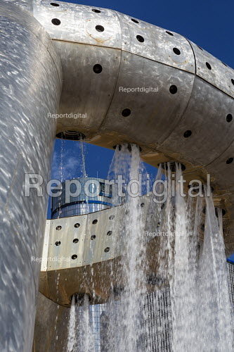 Detroit, Michigan, Horace E. Dodge and Son Memorial Fountain designed by Isamu Noguchi and the headquarters of General Motors, Renaissance Center, Philip A. Hart Plaza - Jim West - 2016-09-04