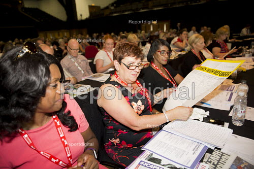 UNISON delegates signing a Stand With Refugees petition TUC conference Brighton. - Jess Hurd - 2016-09-13