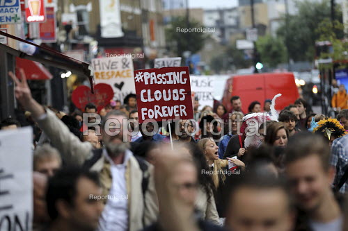 Protest against the closure and property redevelopment of Passing Clouds, a community music venue, Dalston, East London. - Jess Hurd - 2016-09-17