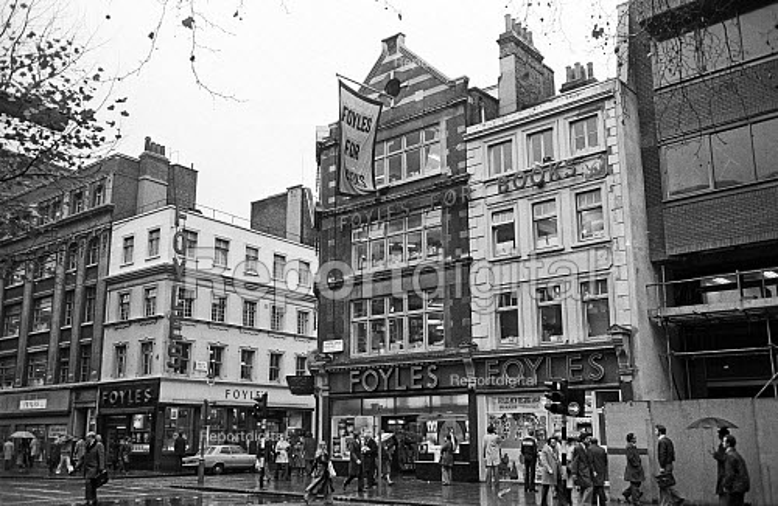 Foyles Bookshop in Charing Cross Road, London, 1975 - John Sturrock - 1975-11-25