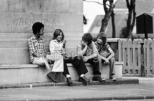 Unemployed school leavers, all with GCSE and CSE passes in their exam results, hanging around on the street, Westoe, South Shields, summer 1975 - Ray Smith - 1975-08-28