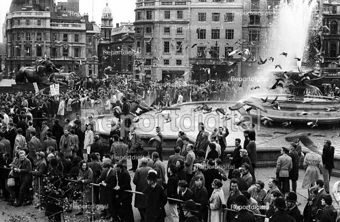 Cuban Missile Crisis.Protest against the threat of war during the Cuban Missile Crisis 1962, Trafalgar Square, London - Alex Low - 1962-10-27