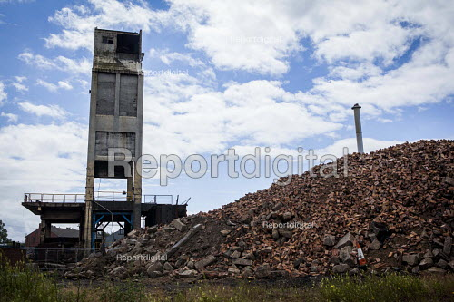 Remains of the last coking plant as it is being demolished, Monckton Coke Works. Royston, Barnsley, South Yorkshire - Connor Matheson - 2016-07-08