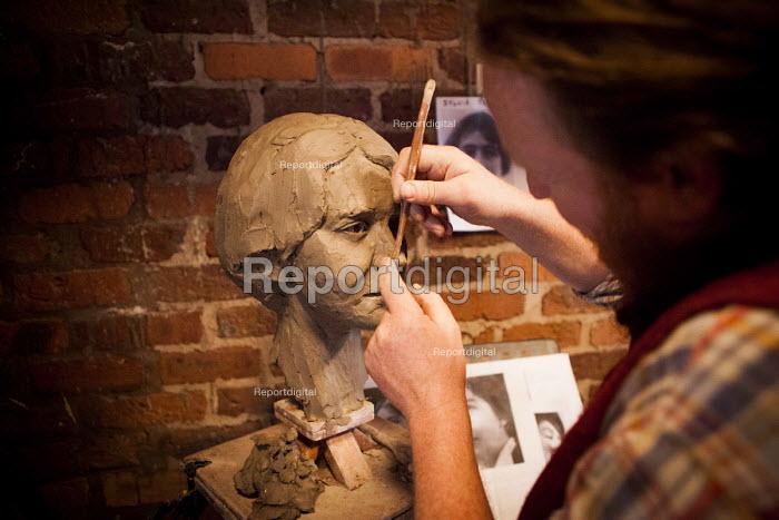 Sculptor, The World Transformed, Black-E, Liverpool - connor matheson - 2016-09-25