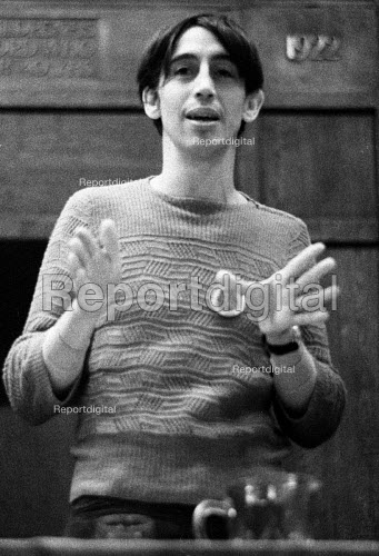Richard Neville of Oz magazine speaking at a public meeting 1971 in support of Oz Magazine and the Clydeside Shipyard Occupation - Bente Fasmer - 1971-08-16