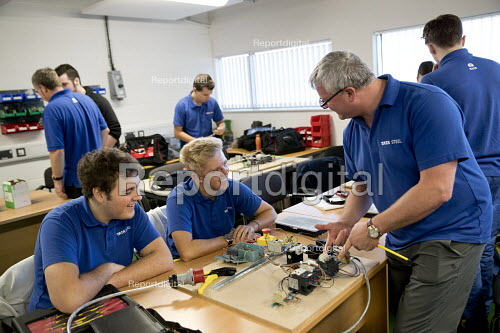 Electrical Instructor teaching apprentices, Apprentices at Tata Steel Port Talbot, South Wales - Jess Hurd - 2016-09-22