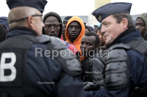Calais, France. The Jungle. Refugees queuing to be registered for the reception centres prior to demolition of the camp by French authorities - Jess Hurd - 2016-10-24