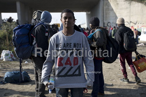 We Are Not Bad t-shirt, eviction of refugees from the Jungle camp, Calais, France. - Jess Hurd - 2016-10-26