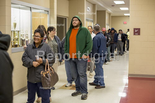 Detroit, Michigan, USA 2016 Presidential election Voters waiting in line for the 7:00am opening of the polling station - Jim West - 2016-11-08