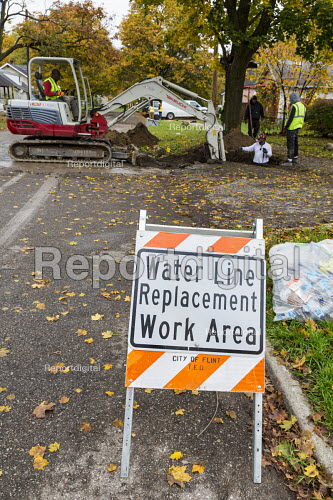 Flint, Michigan USA Replacing lead and galvanized steel water pipes to 800 homes. The water supply became contaminated with lead after state officials decided in 2014 to take drinking water from the Flint River without adequate treatment - Jim West - 2016-11-03