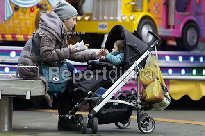 Mother sharing a hotdog with her child, Swindon Shopping precinct, Wiltshire - John Harris - 2016-12-16