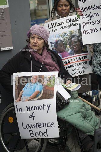 Clare Glasman. Vigil for Lawrence Bond, who died after being found fit for work and losing his disability benefits, Kentish Town Jobcentre London. - Philip Wolmuth - 2017-01-25