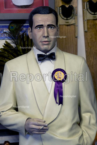 Humphrey Bogart looking worried with UKIP rosettte. Paul Nuttall UKIP By Election, Stoke on Trent Central, Staffordshire - John Harris - 2017-02-13