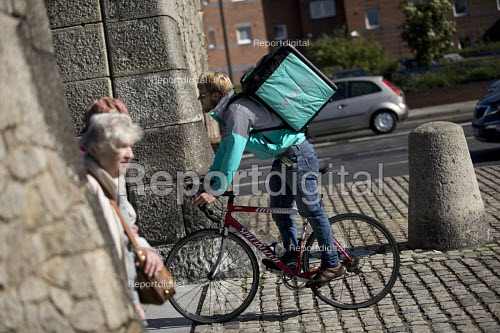 Deliveroo cycle courier, Liverpool - Jess Hurd - 2016-09-25